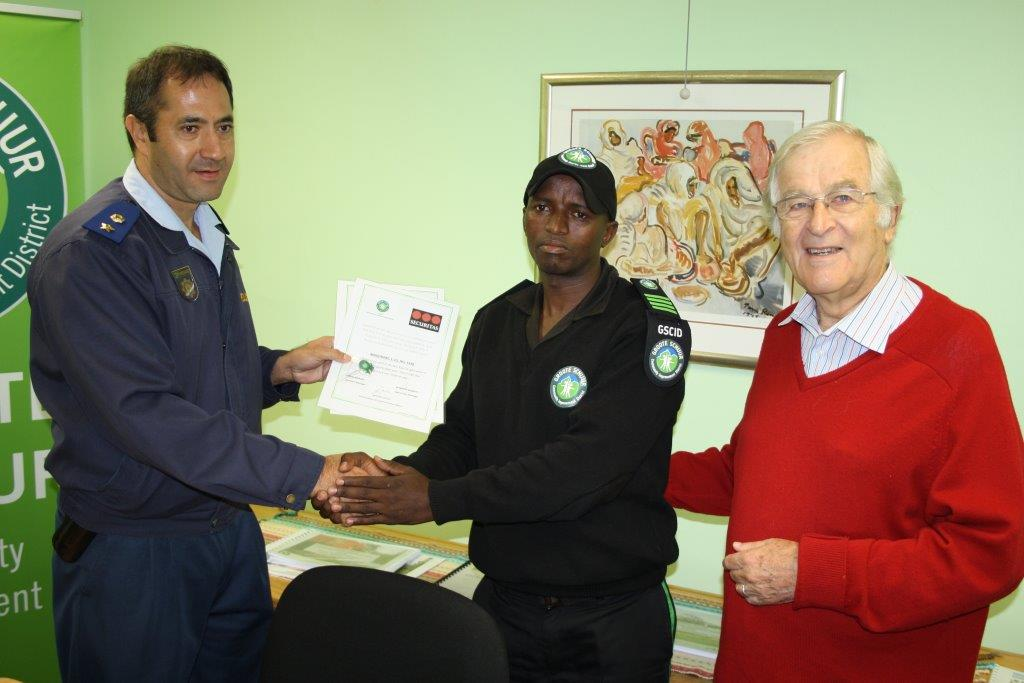 GSCID Patrol officer, Lusindiso Magobane receives a Certificate of Recognition for his role in the successful arrest for a business break-in on 12 April 2014 and successful arrest for a house breaking and malicious damage to property on 21 April 2014, from Lieutenant Colonel K R Wienand of Rondebosch SAPS